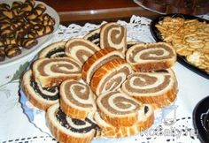 original hungarian roll with nut/bejgli Hungarian Desserts, Hungarian Cuisine, My Favorite Food, Favorite Recipes, European Dishes, Pie Cake, My Recipes, Sweet Tooth, Deserts