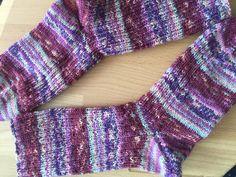 Socken für mich, Größe 38 Muster: zwei rechts, eine links Wolle: Opal aus einem Abo Nadelstärke 2,5 Knit Pro