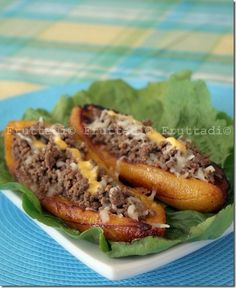 boat made from fried sweet banana's filled with  ground beef, spices, and cheese usually served with white rice or flavored rice...Canoas de plátanos maduros
