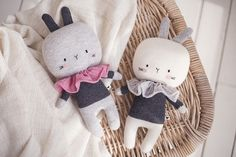 The Lauvely Jumper Bunnie Ava & Arlo. Its handcrafted elaboration makes of each Lauvely toy a unique and special object. Check it out on today's post: http://petitandsmall.com/handmade-toy-lauvely-jumper-bunnie/