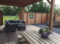 Het terras van vakantiehuis de Betuwe www.vakantiehuisdebetuwe.nl