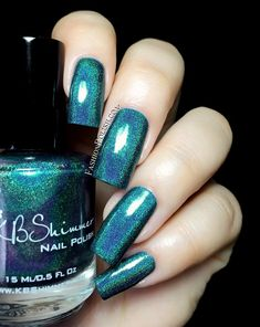 Up & Cunning is a deep teal with a strong linear holographic flame, gorgeous! Application was easy as a breeze, 2 coats for full opacity. Fashion Polish: KBShimmer Fall In Love collection swatches and review!