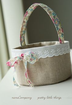 i LOVE these baskets!!!  I want to do with burlap and muslin/drop cloth