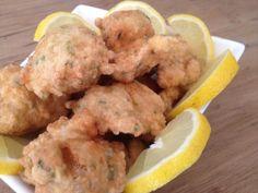 Acras de morue par Benkku81 Chicken, Meat, Food, Deep Fried Fish, Hot Appetizers, Cod, French Fries, Kitchens, Recipe