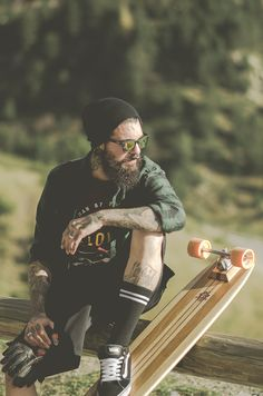 Photo: Annunk Photography Model: Edwar Tiger Official TShirt: Fellows Essential Gentleman Sun Glasses: O'Dey Brand Style: URBAN Classics Andorra LongBoard: Long Rodríguez Skates...