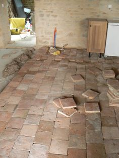 tomettes French Country House, Rustic Flooring, Stone Flooring, Rustic House, Home Deco, Interior Deco, Stone Houses, Patio Tiles, Rustic Tile