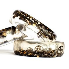 Strength: pretty design that looks like the ocean floor Weakness: resin may leave air bubbles under the stones