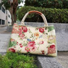 "eccc60c29 Quilterest on Instagram: ""早苗風玫瑰手提袋 一個袋,兩種風情 #patchworkbag #handquilted  #handsewing #handmade #hkhandmade #roses #rosebag #loverosie ..."