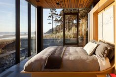 360 house bedroom overlooking Oregon Coast: Boora Architects