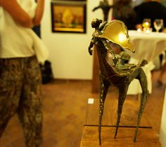Die Bürde/ The Burden, Bronze, photo from the opening of the 'Traumland' ('Dreamland') exhibition at the Tiny Griffon Gallery in Nuremberg.