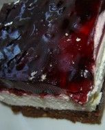 ciasto z nutellą, sucharami i wiśniami