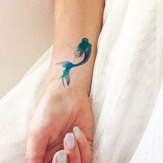 Mermaid aquarelle - Tatouages temporaires par TTTattoodotcom sur Etsy https://www.etsy.com/fr/listing/255491691/mermaid-aquarelle-tatouages-temporaires