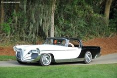 Photographs of the 1956 Cadillac Die Valkyrie. American Graffiti, Harrison Ford, Old Vintage Cars, Antique Cars, Train Car, Car Manufacturers, Automotive Design, Motor Car, Concept Cars