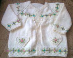 Uzun kollu beyaz bebek yelek modeli