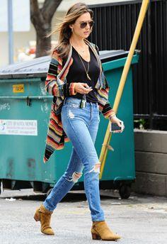 4/24 #アレッサンドラ・アンブロジオ #マルチカラーカーデ #ダメージデニムパンツ |海外セレブ最新画像・私服ファッション・着用ブランドまとめてチェック DailyCelebrityDiary*