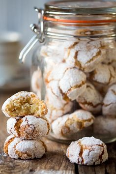 Amaretti cookies - crisp on the outside, chewy on the inside. A great, gluten-free way to use up those leftover egg whites.Italian Amaretti cookies - crisp on the outside, chewy on the inside. A great, gluten-free way to use up those leftover egg whites. Italian Christmas Cookies, Italian Cookies, Italian Desserts, Christmas Baking, Italian Recipes, Italian Foods, Irish Recipes, Italian Wine Cookies Recipe, Food Gifts For Christmas
