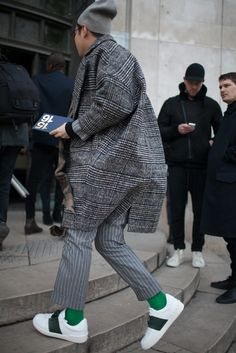 They Are Wearing: Paris Men's Fashion Week - Slideshow Urban Fashion, Daily Fashion, Fashion News, Men's Fashion, Fashion Design, Fashion Trends, Fashion Menswear, Paris Fashion, Men Street