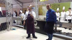 Ha inizio il cooking show di Ernst Knam. Ciceri e tria, polpette di melanzane e caponata, tutto con l'impiego di vari tipi di cioccolato.  Forum Cucina