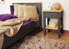 Przytulna sypialnia w stylu prowansalskim. Dwukolorowe meble z litego drewna do sypialni aranżacja wnętrz #drewniane #prowansalskie #dekoracje #meble