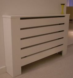 radiator in de gang Diy Radiator Cover, Radiator Screen, Living Room Modern, Home And Living, Athens Apartment, Home Radiators, Hall Colour, Loft Storage, Wooden Pallet Projects