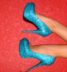 sapatos azuis brilhantes - Pesquisa do Google