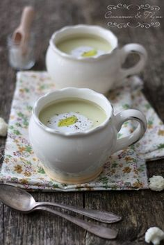 Cinnamon and Thyme: Cauliflower coconut soup  1 tablespoon coconut butter  One chopped onion  100 g chopped leek  4 cloves of garlic (whole)  300 g sliced ​​cauliflower (for Flowers)  5 dl water 1,5 dl +  3 tablespoons coconut milk (pribl.0, 5 dl)  salt  pepper