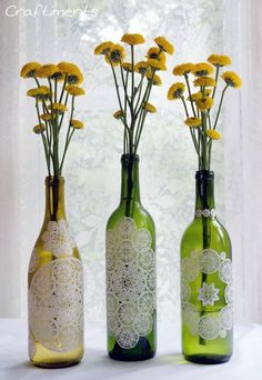 Decoupage em garrafas de vinho pode ter o estilo que você quiser (Foto: craftiments.com)
