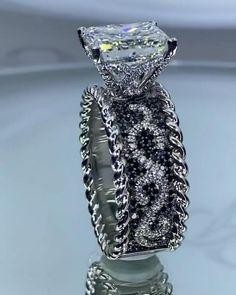 Bridal Ring Sets, Bridal Rings, Bridal Jewelry, Couple Jewelry, Fine Jewelry, 3 Karat, Beautiful Wedding Rings, Accesorios Casual, Beautiful Engagement Rings