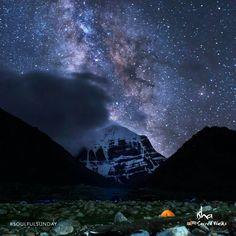 A starry night. a heavenly sight Tibet, Kailash Mansarovar, Shiva Lord Wallpapers, Wallpaper Backgrounds, Moonlight, Northern Lights, Cool Photos, Spirit, Sai Baba