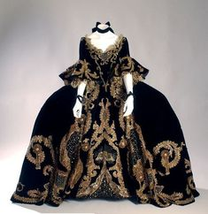 1750 court gown