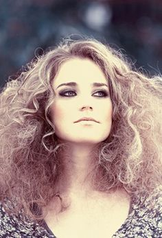 8 Gorgeous Hairstyles for Frizz-Prone Hair