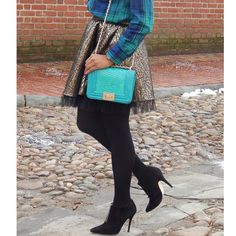 The bright pop of color in the handbag is a great way to add fun to your outfit.