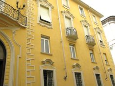 yellow in architecture.JPG