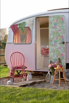 I want a cute little trailer! Would be fabulous for a little girls 'cubby house'