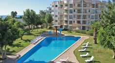 Apartamentos Torre da Rocha Portimao Only 30 metres from the Praia da Rocha Beach, this promenade hotel is just a 5-minute walk from Portimão's shops and restaurants. It offers an outdoor pool and self-catering apartments.
