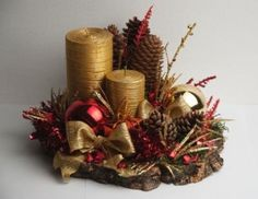 Um lindo arranjo ao centro da mesa em nossa ceia, completa com chave de ouro a decoração da noite de natal.   Trago para vocês algumas id... Christmas Room, Christmas Candles, Christmas Centerpieces, Rustic Christmas, Christmas Holidays, Christmas Wreaths, Christmas Decorations, Holiday Crafts, Holiday Decor