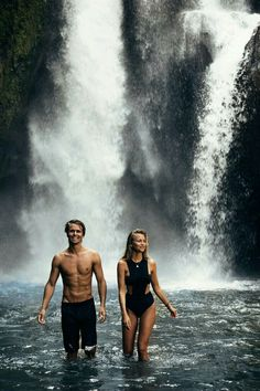 Image sensuelle couple photo couple mariage photos couples chute d eau Couple Beach, Love Couple, Couple Goals, Photos Couple Plage, Couple Pictures, Cute Relationship Goals, Cute Relationships, Life Goals, Photo Couple Amoureux