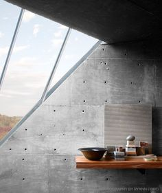 Maybe just few people ever heard about brutalisme architecture. Brutalism architecture is actually an architecture style that produces a new architecture movement. Industrial Home Offices, Industrial House, Architecture Details, Interior Architecture, Interior And Exterior, Simple Interior, Wabi Sabi, Concrete Bathroom, Concrete Walls