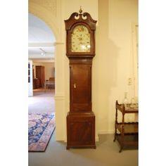Engelse staande klok  Zeer fraaie antieke staande klok. De klok komt uit Engeland. Het uurwerk is helemaal intact. De kast is gemaakt van eikenhout.