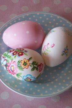 Nu hvor påsken snart er på trapperne, tænkte jeg, at jeg så småt ville begynde at lave noget påske pynt.  Det er simpelthen så nemt..  Det h...