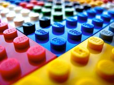 Describes different ways to sort and store Legos