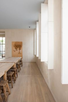 I'm a big fan of these wooden japanese stools in 's residence, they create such a sereen atmosphere. Workspace Inspiration, Interior Inspiration, Interior Architecture, Interior And Exterior, Vincent Van Duysen, Casa Cook, Interior Minimalista, Dining Room Design, Design Room