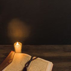 Candle and quran with bead in dark room Free Photo Islamic Images, Islamic Pictures, Islamic Art, Quran Wallpaper, Islamic Wallpaper, Ramadan Karim, Fire Photography, Islamic Posters, Poster Background Design