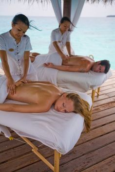 Jiva Grande Spa, an authentic Indian spa, offers a range of signature wellness experiences. Body Massage Spa, Massage Girl, Massage Therapy Rooms, Massage Room, Body To Body, Male Body, Massage For Women, Massage Marketing, Spa Room Decor