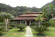 Paisagismo para uma residencia num condomínio do litoral carioca.