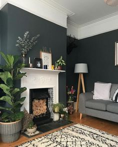25 Elegant living room wall paints that go with furniture # living room wall colors Dark Green Living Room, Dark Living Rooms, My Living Room, Living Room Decor, Retro Living Rooms, Small Living, 1930s Living Room, Victorian Living Room, Elegant Living Room