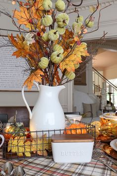 Get all our tips and tricks for an affordable pumpkin spice inspired fall dining room update. Fall Home Decor, Autumn Home, Fall Kitchen Decor, Outside Fall Decorations, Diy Thanksgiving Decorations, Fall Mantel Decorations, Seasonal Decor, Table Decorations, Autumn Decorating