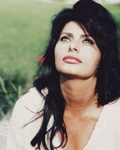 Sophia Loren (Sofia Villani Scicolone) It Started in Naples nominated… Carlo Ponti, Tilda Swinton, Timeless Beauty, Classic Beauty, Maria Callas, Sky Gazing, Sophia Loren Images, Italian Beauty, Italian Style