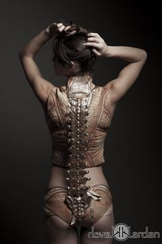 ANATOMY - This beautiful collection by Jemma Marie McLean, called Skinned Alive the Anatomical Structure is inspired by Leonardo Da Vinci's anatomical drawings. Inspiration Mode, Lingerie, Gothic Steampunk, Steampunk Costume, Costume Design, Wearable Art, Body, Street Style, Mario