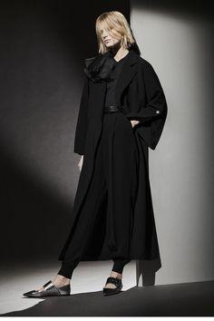 Max Mara, Vogue Paris, Latest Fashion Clothes, Fashion Dresses, White Pantsuit, Runway Fashion, Womens Fashion, Fashion Hub, Fashion Trends